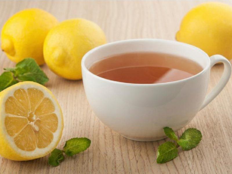 Насколько полезна для здоровья чашка чая с лимоном во время завтрака?