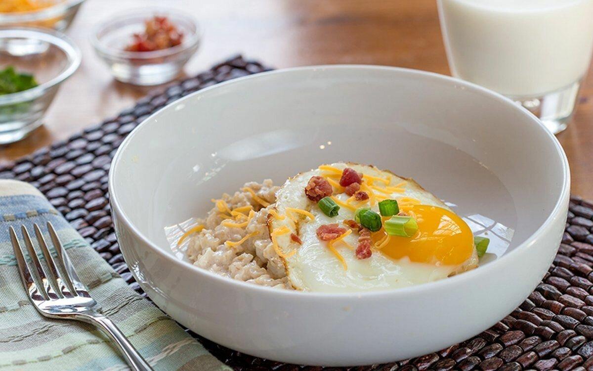 Что лучше для завтрака — яйца или овсянка?
